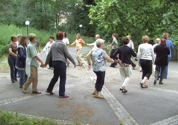 Bachblütentänze im Botanischen Garten, Foto: Gerti Schönbeck